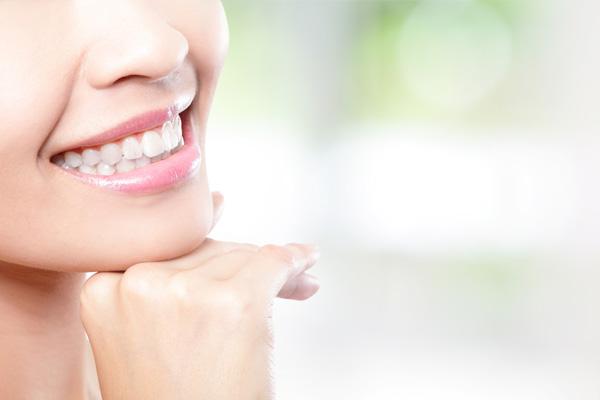 李小姐  上前牙冠根联合折后牙体保存