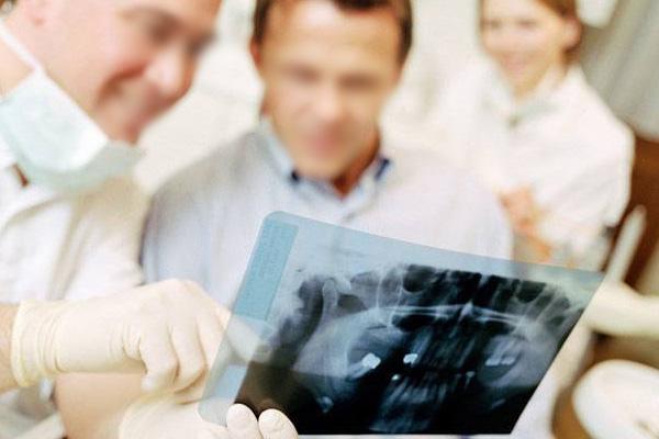 牛先生  牙齿缺失种植牙案例